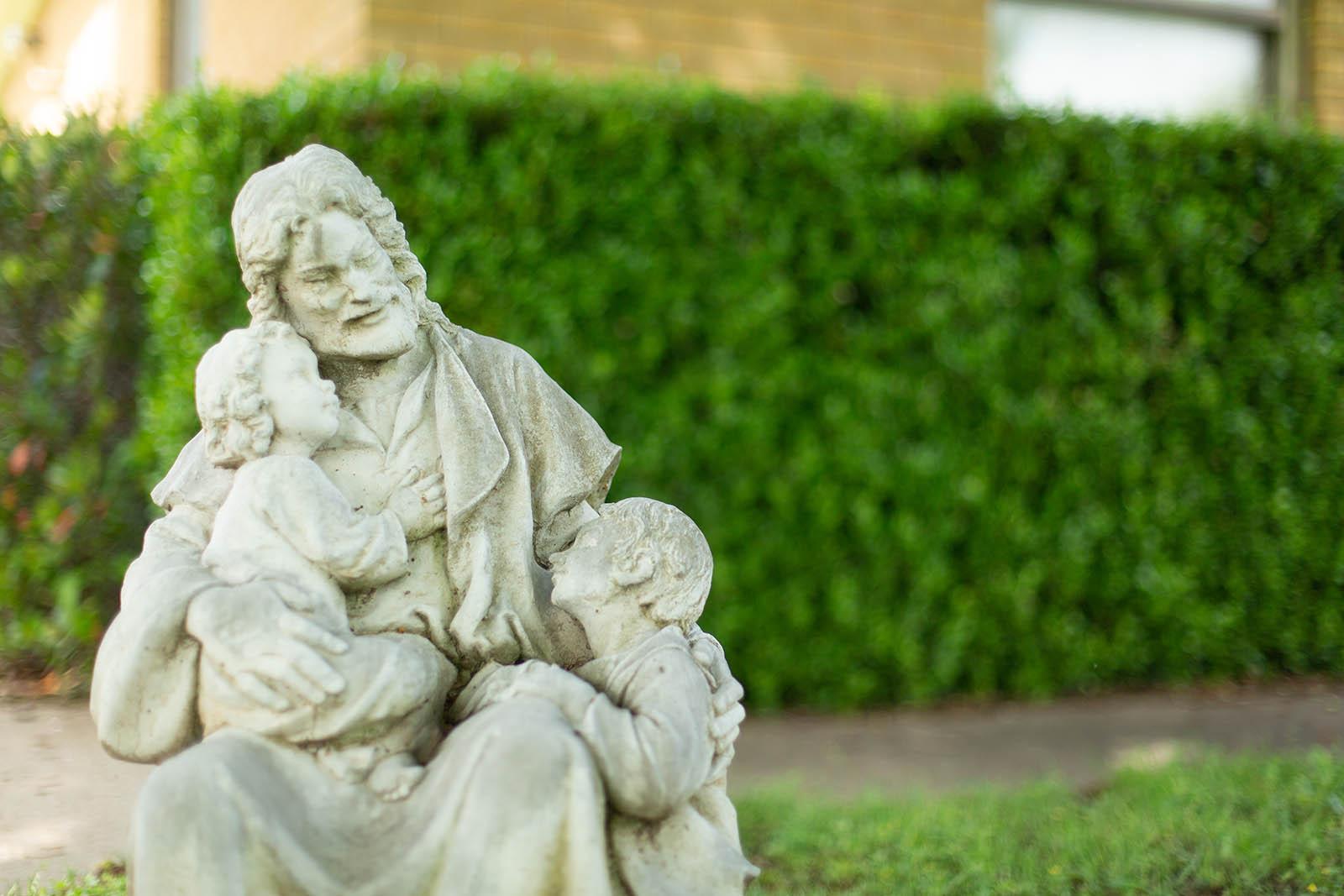Statue of Jesus with 2 children